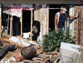 صور.. الكلاب المدربة تشارك فى البحث عن ناجين بعد إعصار فلوريدا
