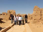 صور..رئيس قطاع الآثار الإسلامية يتفقد عددا من المناطق الأثرية بالوادى الجديد