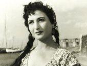 صورة نادرة.. نعيمة عاكف تغنى ونجوم الفن يسدون آذانهم بعيد ميلاد فريد الأطرش