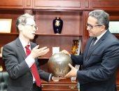 سفير اليابان لوزير الآثار: حكوماتنا مهتمة بالمتحف المصرى الكبير.. صور