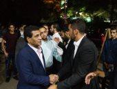 فيديو وصور.. أيمن يونس وأبو رجيلة والعتال أول الحاضرين بعزاء محمد عباس مدرب الزمالك