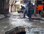 """صور.. غرق الشوارع والمحلات بشارع """"التلاتينى"""" ببورسعيد بسبب كسر ماسورة مياه"""