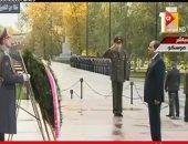 السيسي يضع إكليل الزهور على النصب التذكارى للجندى المجهول بموسكو