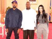 """بسبب 7 أطفال.. الرئيس الأوغندى """"ولع الدنيا"""" بين كيم كاردشيان وكانى"""