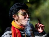 الكنديون يحتفلون بتقنين استخدام الماريجوانا
