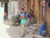 """""""كل يوم"""" يعرض فيديو لطفل يحمل شقيقه من بنى سويف للقاهرة لإجراء الغسيل الكلوى"""