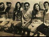 نوستالجيا.. صورة نادرة تجمع 6 من نجوم الفن ..تعرف عليهم
