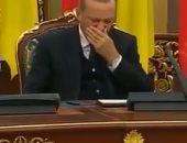 شاهد.. المؤتمرات الصحفية المكان المفضل لنوم أردوغان