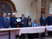 صور.. محافظ جنوب سيناء يكرم وزير الأوقاف لجهوده فى تجديد الخطاب الدينى