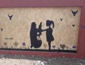 قارئة تشارك بلوحات فنية على جدران المدارس بالألوان