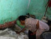 صور.. أسرة بالمنوفية تناشد أهل الخير لإنقاذ منزلها بعد غرقه بالمياه الجوفية