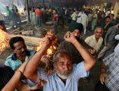 ضحايا انحراف قطار عن مساره.. الهنود يحرقون جثث 59 شخصا شمال الهند (صور)