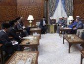 مبعوث رئيس الوزراء الماليزى يسلم شيخ الأزهر دعوة لزيارة بلاده