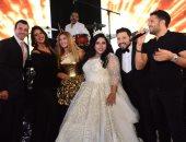 صور.. حماقى و دنيا سمير يضفيان أجواء الرومانسية فى زفاف شيماء و كارتر