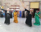 صور.. الأقصر للفنون الشعبية تقدم عروضا بالعصا بمتحف النيل بأسوان