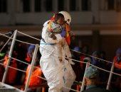 صور.. إسبانيا تنقذ مهاجرين بالبحر المتوسط وتعترض قاربهم فى ميناء ملقا