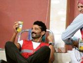 """ضمن أكبر حملة للتبرع بالدم.. خالد النبوى: """"النهارده اتبرعت وشربت عصير"""""""