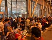 صور.. أهالى بعثة الأولمبياد يصلون مطار القاهرة بالمزمار البلدى