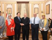 رئيس جامعة القاهرة يلتقى نائب رئيس جامعة الشعب الصينية لبحث سبل التعاون