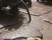 استجابة لصحافة المواطن.. الجيزة لمياه الشرب والصرف الصحي تسحب المياه بالمطبعة