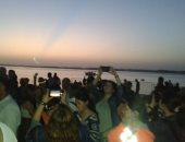 صور.. السياح يلتقطون السيلفى بأبو سمبل قبل تعامد الشمس على وجه رمسيس الثانى