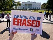 صور.. عشرات المثليين يتظاهرون أمام البيت الأبيض للمطالبة بالاعتراف بهم رسميا