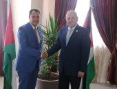 نائب رئيس جامعة أسيوط يناقش سبل التعاون مع اتحاد الجامعات العربية