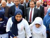 """رئيس جامعة بنى سويف يشارك فى مسيرة """"العصا البيضاء"""" احتفالا باليوم العالمى للمكفوفين"""