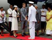 صور.. الأمير هارى وميجان ماركل يصلان فيجى فى أول زيارة ملكية منذ 2006