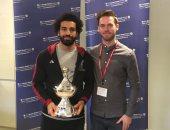 محمد صلاح يتسلم جائزة أفضل لاعب محبوب للجماهير بالدورى الإنجليزى