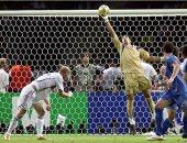 بوفون يتحدث عن التصدى الخارق لرأسية زيدان فى نهائى كأس العالم.. فيديو