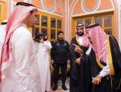 واس تنشر صور استقبال الملك سلمان وولى العهد لأسرة جمال خاشقجى لتقديم التعازى