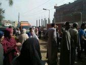 """صور.. الآلاف يشيعون جثامين ضحايا """"بيارة الصرف الصحى"""" بكفر الشيخ"""