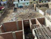 قارئ يشكو تراكم القمامة وسط المنازل السكنية بقرية الحجازية فى الشرقية
