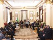 رئيس جامعة القاهرة يلتقى وفد وكالة الفضاء الإفريقية.. صور