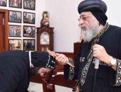 البابا تواضروس الثانى يستقبل كاهن الكنيسة السريانية بالقاهرة
