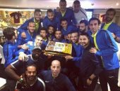 لاعبو الزمالك يحتفلون بعيد ميلاد طارق حامد بمعسكر الإسكندرية
