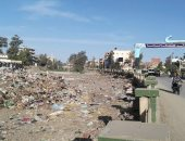 شكوى من تراكم القمامة بمدخل مدينة سيدى سالم بمحافظة كفر الشيخ