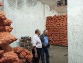 صور.. حملة من الرقابة الإدارية والداخلية تضبط كميات كبيرة من البطاطس المخزنة بالدلتا