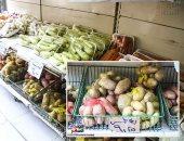 """صور.. إقبال كبير على شراء البطاطس والطماطم بمنافذ المجمعات الاستهلاكية.. والمواطنون فى انتظار توفير اللحوم البرازيلى المجمدة.. ولجنة المشتريات بـ""""القابضة الغذائية"""" تبحث توفير السلع  مع الموردين"""