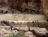 الداخلية الكويتية: اكتشاف 48 لغمًا بعد انجراف التربة جراء السيول