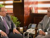 وزير التنمية المحلية يبحث مع سفير الهند بالقاهرة سبل دعم التعاون