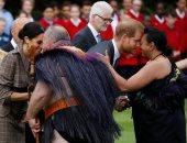 صور..الأمير هارى وزوجته يصلان نيوزيلندا فى آخر محطات جولتهما بالمحيط الهادى