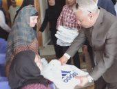 مدير أمن كفر الشيخ يقدم هدايا للمسنين ويتابع معرض الفواكة والخضروات