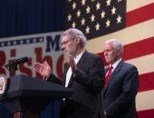 """""""حاخام مسيحى"""" يصلى لأجل الجمهوريين فى الانتخابات النصفية بحضور بنس"""