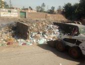 صور.. القمامة تحاصر مدرسة صفط تراب الثانوية المشتركة فى المحلة
