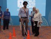 """مشاركون فى ورش منتدى الشباب """"يعصبون أعينهم"""" تضامنا مع ذوى الإعاقة.. صور"""