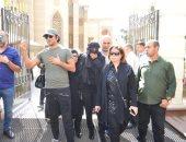 فيديو.. يسرا وإلهام شاهين وميرفت أمين وفاروق الفيشاوى فى جنازة حمدى قنديل