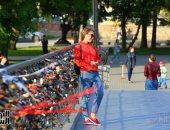"""صورة اليوم.."""" سياحة الحب"""" على كوبرى أياكتنبرج  فى روسيا"""