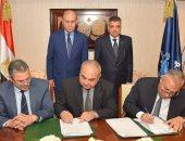 مميش يشهد توقيع عقدين لتطوير المجرى الملاحى لنهر النيل.. صور
